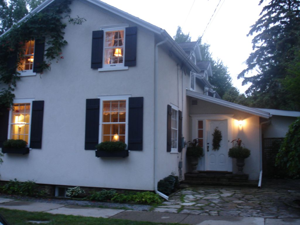 Avalon White Vacation Rental House in NOTL